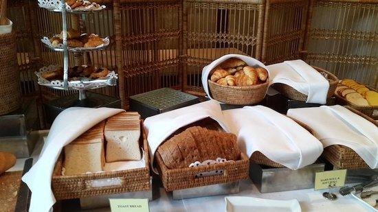 Chatrium Hotel Royal Lake Yangon : breakfast