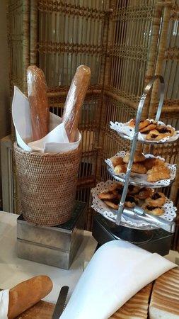 Chatrium Hotel Royal Lake Yangon: breakfast
