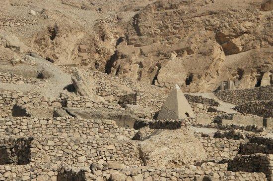 Tomb of Sennedjem: Deir el - Medina complex