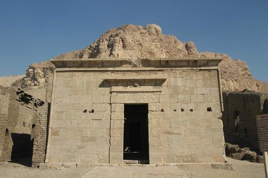 Tomb of Sennedjem: Temple at Deir el - Mdina