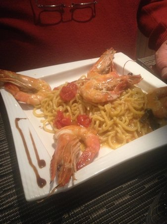 0039 Ristorante Italiano : Spaghetti alla chitarra con gamberoni alla livornese
