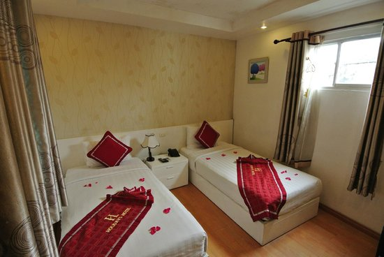 Hanoi Holiday Diamond Hotel: Two single beds