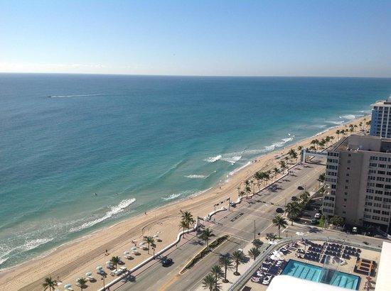 Hilton Fort Lauderdale Beach Resort: View looking east