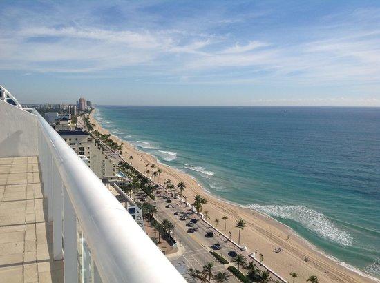 Hilton Fort Lauderdale Beach Resort: View loooking west