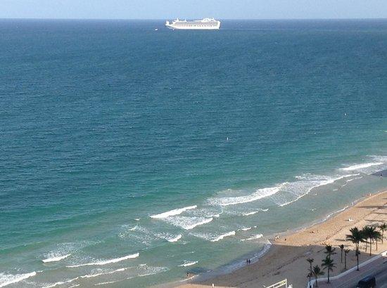 Hilton Fort Lauderdale Beach Resort: View of Cruise Ship