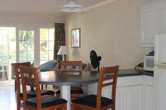 Coral Mist Beach Hotel: Dining area
