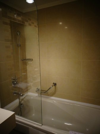 Fantasia Hotel De Luxe Kusadasi: Shower with lots of hot water