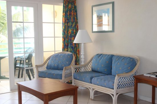 Coral Mist Beach Hotel: Living area