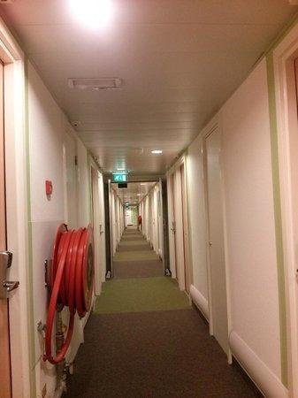 Ibis Budget Amsterdam Airport: clean hallway
