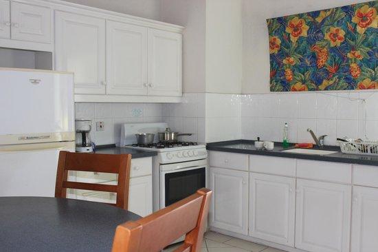 Coral Mist Beach Hotel: Kitchen