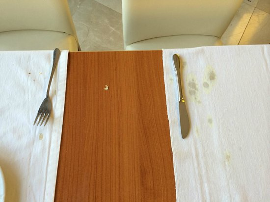 Pineta Park: more dirty tables from lunch....