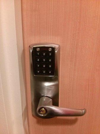 Ibis Budget Amsterdam Airport: Room door