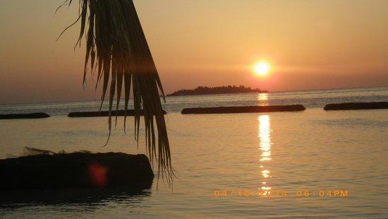 Kurumba Maldives : Amazing sunset at 6 pm