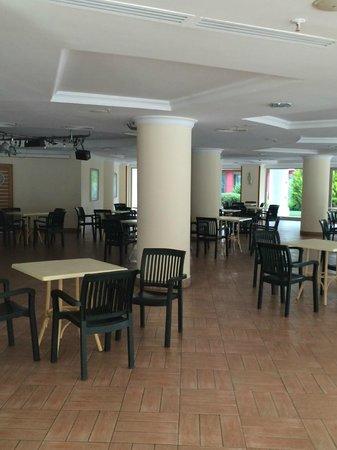 "Pineta Park Deluxe Hotel: ""CLUB HOUSE"" - EMPTY. NO ATSMOPHERE"