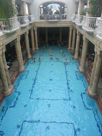Gellert Spa : piscina centrale