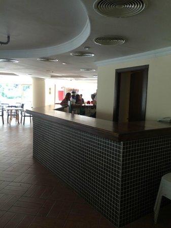 Pineta Park Deluxe Hotel: club house bar... Empty... no atmosphere again....
