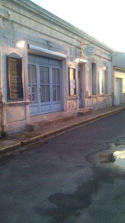 L 39 huitre y est port des barques restaurantanmeldelser - Restaurant l huitre y est port des barques ...