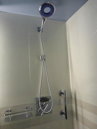 Residence Inn New York Manhattan/Central Park: Shower
