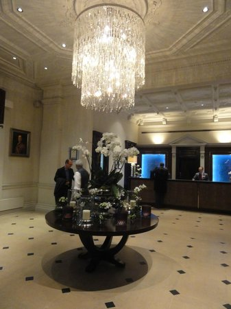 The Royal Horseguards : Hotel lobby, smells beautiful from candles and fresh flowers.
