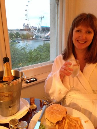 The Royal Horseguards : Room service - the view was too good to miss!