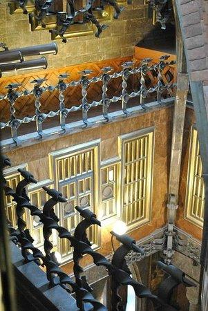 Palais Güell : vista de la parte superior de la capilla