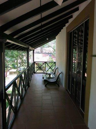 Cinnamon Lodge Habarana: Uno dei due balconi privati