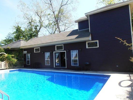 Butler Greenwood Plantation: The pool