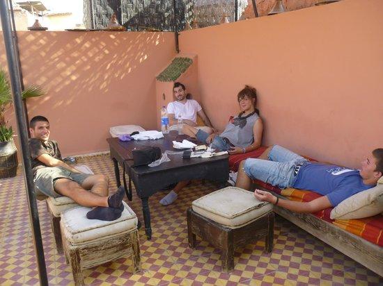 Auberge Riad Douzi: Terraza