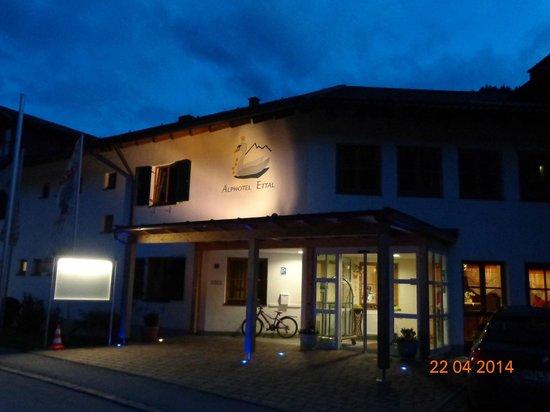 Alphotel Ettal: скромно