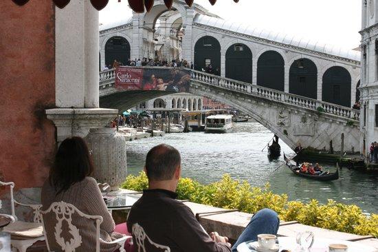 Al Ponte Antico Hotel : View of Rialto Bridge from the terrace
