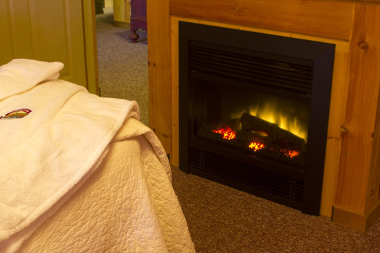 Berry Patch Bed and Breakfast: All guest suites include a year round fireplace.