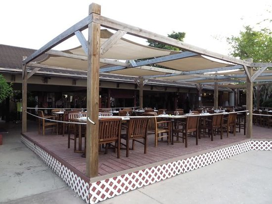 Club Med Turkoise, Turks & Caicos : Main restaurant - outdoors section - more small tables