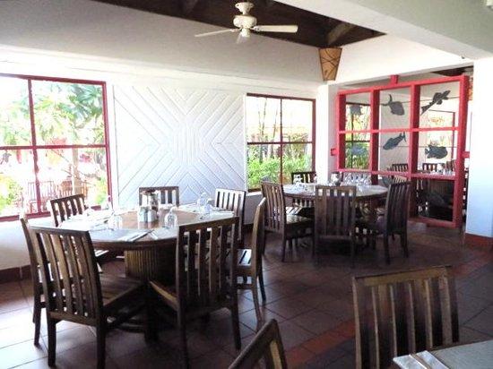 Club Med Turkoise, Turks & Caicos : Main buffet restaurant interior