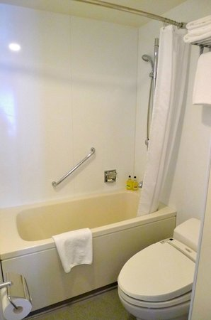 Citadines Shinjuku Tokyo: Inside bathroom