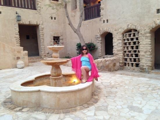 Movenpick Resort & Spa Dead Sea: main walk towards the dead sea