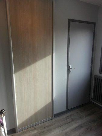 Au Relais de la Maye: douche et toilette