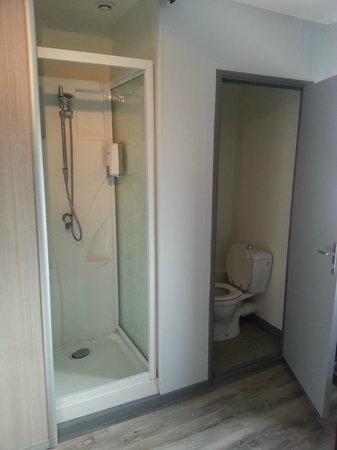 Au Relais de la Maye : douche et toilette