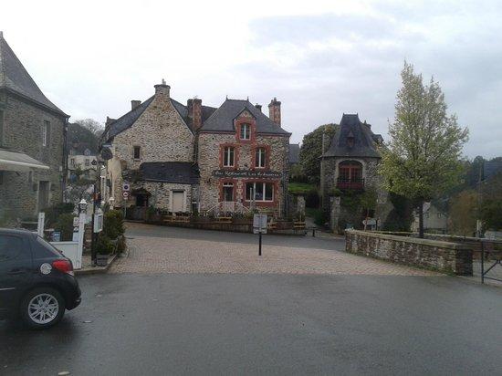 Rochefort-en-terre : Въезд в город