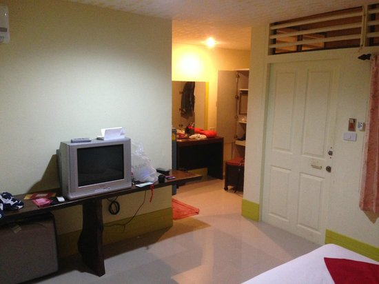 O.P. Bungalow: A 'standard' room