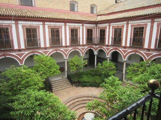 Hospital de los Venerables : patio de l'édifice
