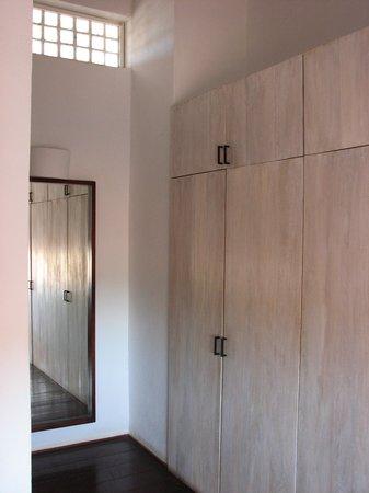 Los Patios Hotel : Nice closet space