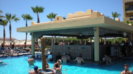 Hotel Riu Santa Fe: swim up bar
