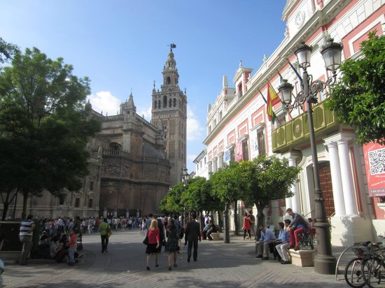 Plaza del Triunfo : giralda