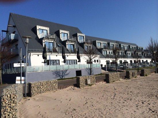 Strandhotel Dranske: Strandhotel von der Seeseite.