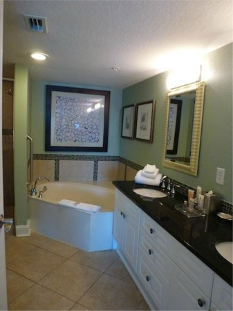 Wyndham Vacation Resorts Panama City Beach: Master bath Presidential suite