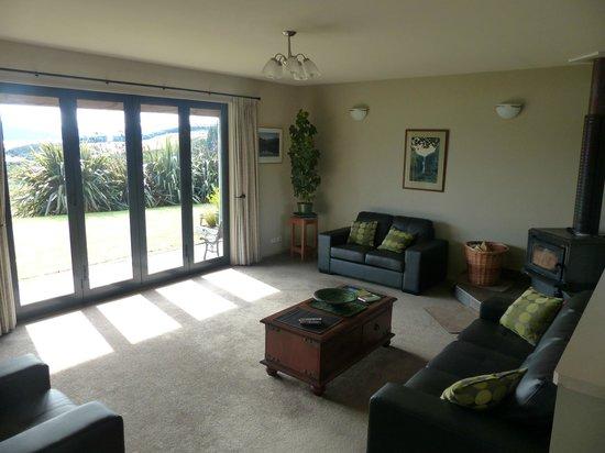 Loch Vista Lakeview Accommodation: Wohnzimmer mit Kamin