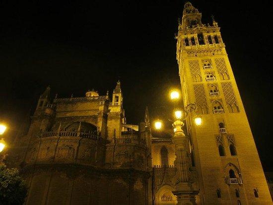 Torre Giralda : vue de nuit 2