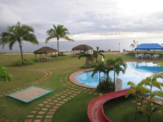 Danao Coco Palms Resort: Resort ground