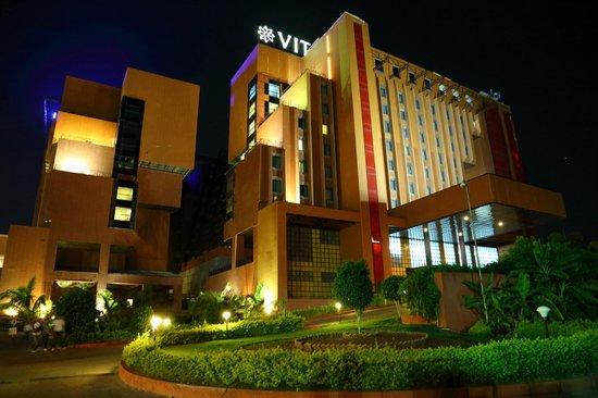VITS Hotel Pune: Hotel at Night
