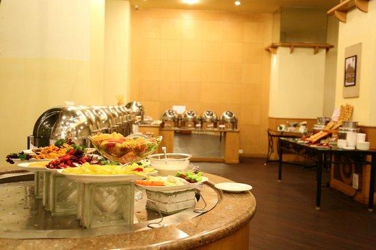 VITS Hotel Pune: Buffet area